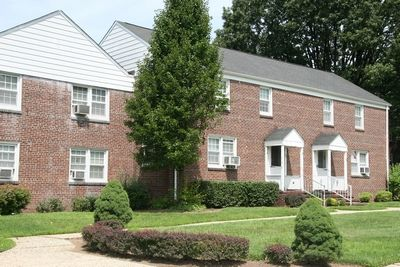 Northeast essex county apartments new jersey for 1 bedroom apartments bloomfield nj